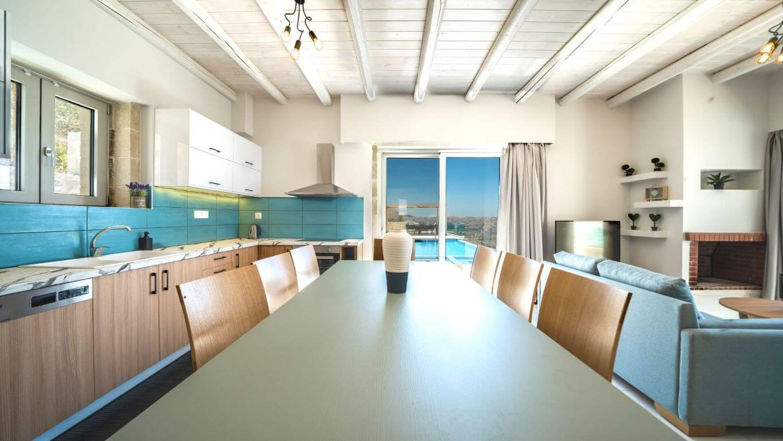 Villa Ariti kitchen & dining table - κουζίνα και τραπεζαρία